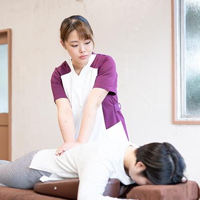 2. 痛みを感じる部分を広範囲にほぐしていく